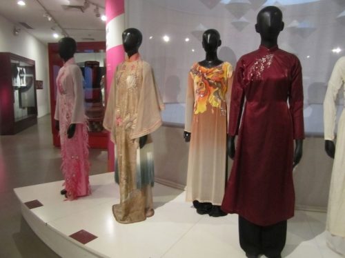 Traditional Vietnamese Fashions